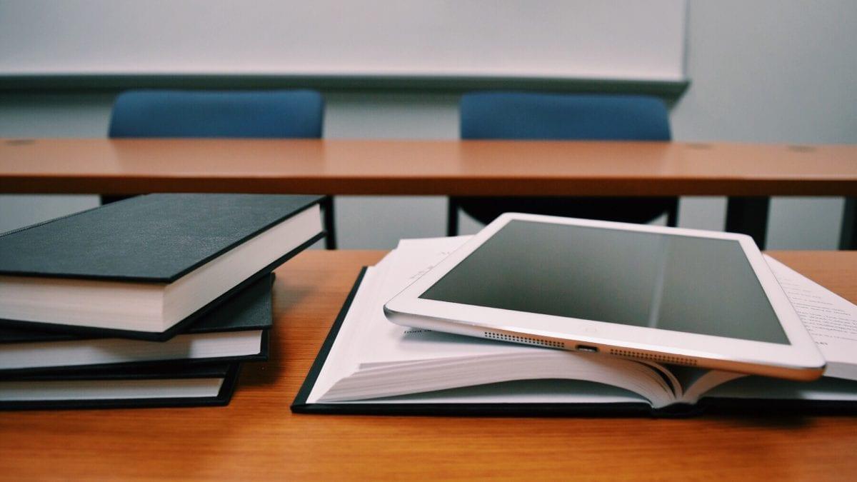 books classroom close up 289737