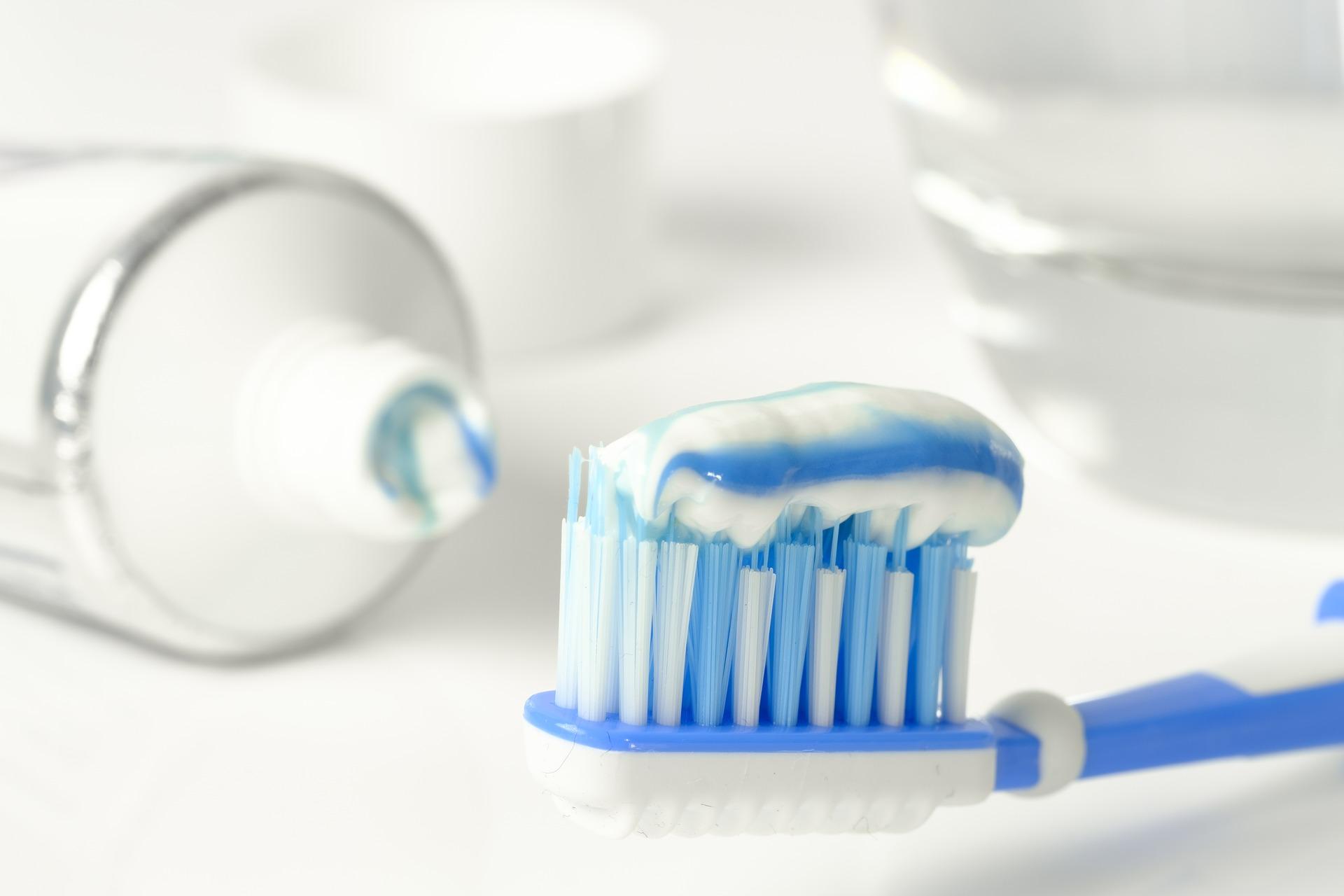 toothpaste 3067569 1920
