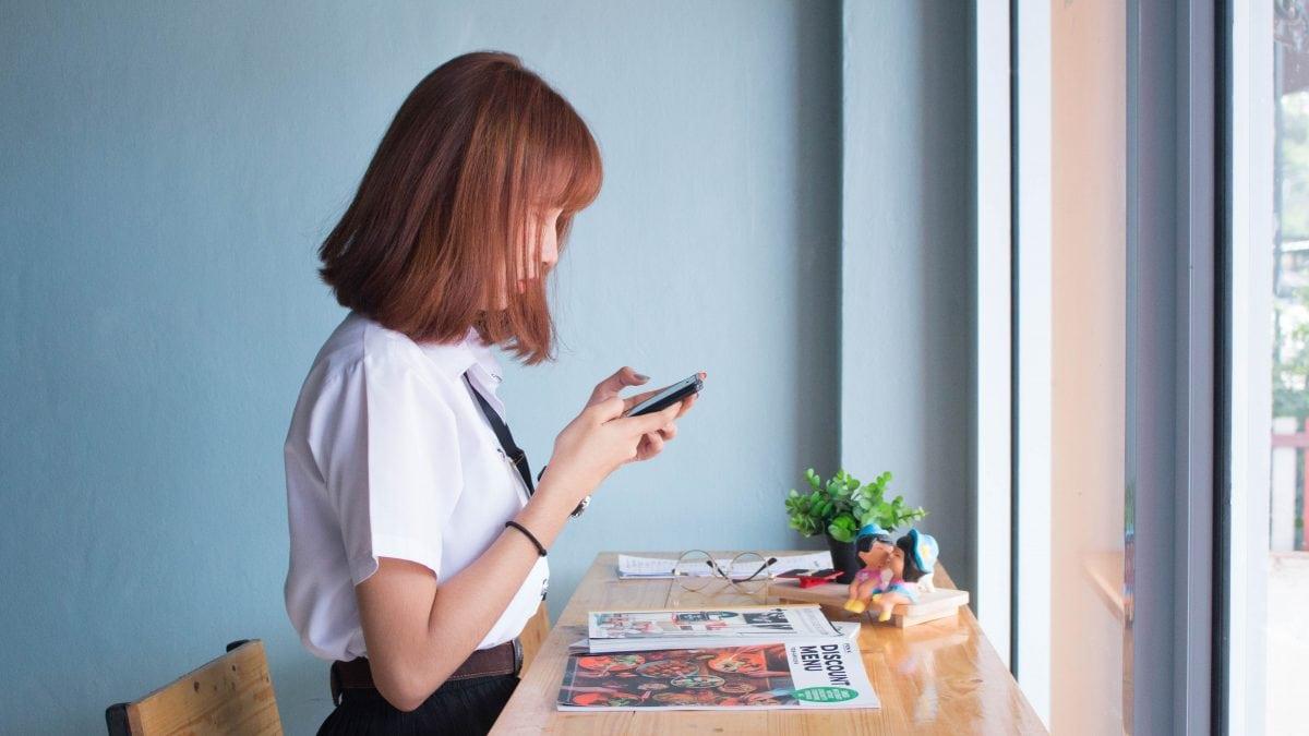 desk girl person 236907